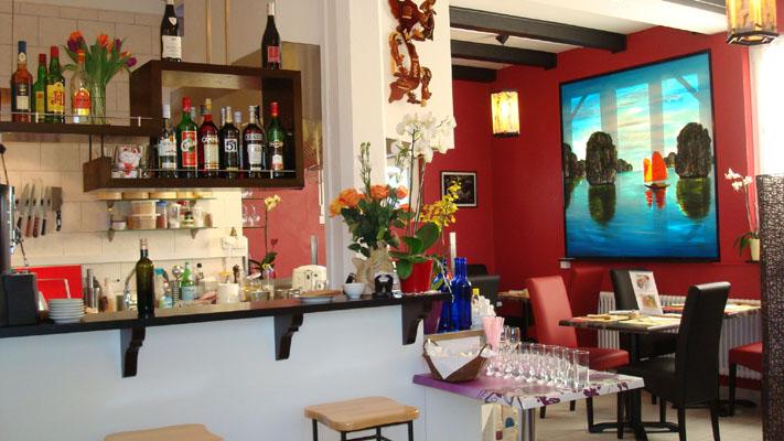 Vous trouverez un très bon restaurant vietnamien le baie d