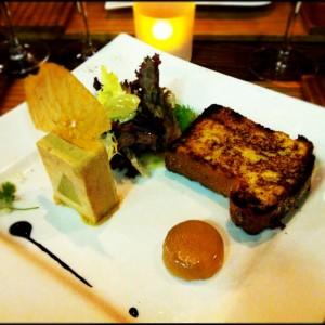 Pressé de foie gras maison aux pommes confites, gelée de cidre et brioche toastée (26.-)