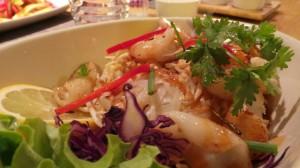 Nouilles vietnamiennes aux crevettes et aux calamars (23.-)