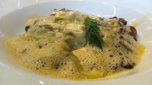 Ravioli ouvert de champignon, émulsion de cèpes (12e)