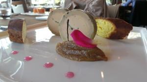 Plaisir de foie gras  Mi- cuit de foie gras de canard Français  Confectionné maison à la vanille des îles Bourbon création à l'INPI N 52608  Compotée de figues, tranche de bescoin