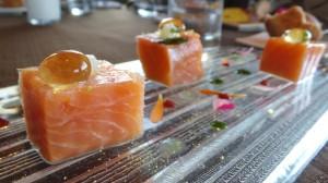 Saumon Label Rouge d'Ecosse  Le filet cuit quelque minute vapeur, perles de mojito  Marmelade de citron confit à la coriandre